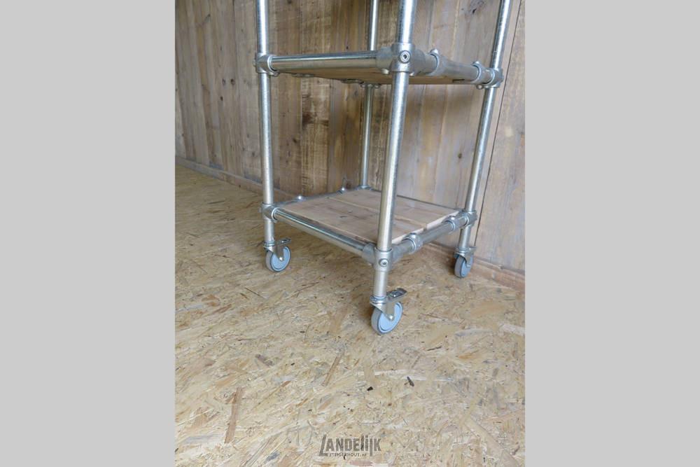 Smalle Steigerbuis Kast Met Ingelegde Steigerhouten Planken